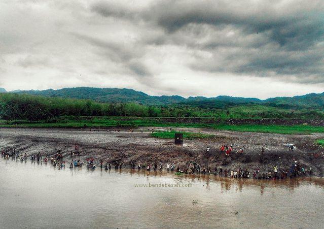 Bendungan Sungai Sampean Baru