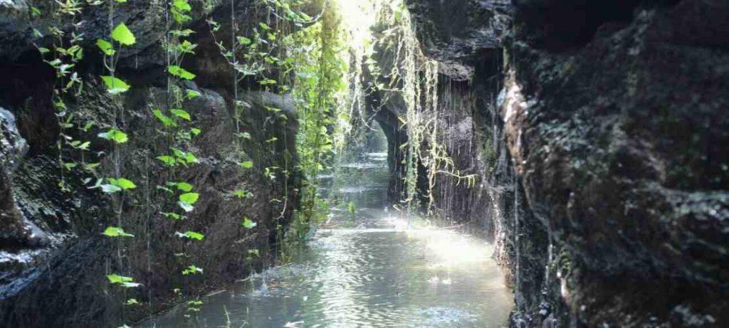 Sungai Leket Jumpong di Apit 2 Tebing Cadas