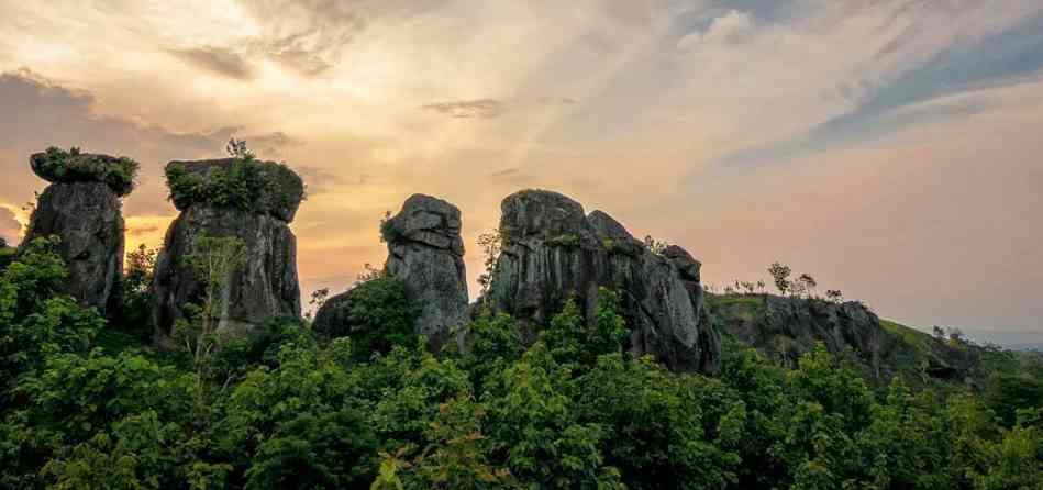 Wisata Batu Soon Cermee