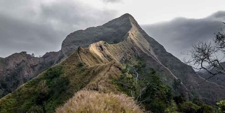 Melanggar Larangan Mendaki Gunung