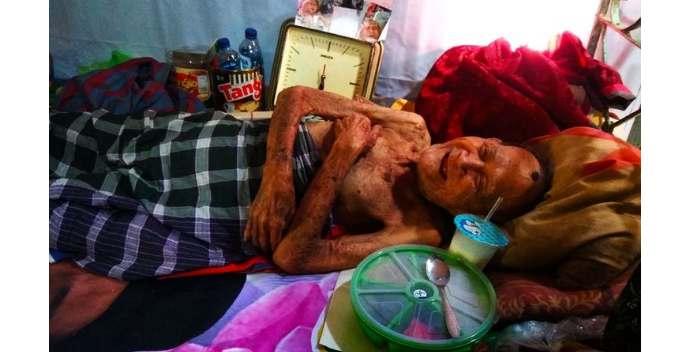 Kakek Usia 98 Tahun Ditinggal Anaknya