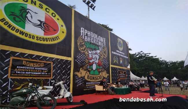 Bondowoso Scooterist Memperingati Anniversary ke 20 di Alun-alun RBA